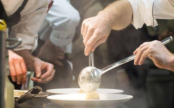 """Pronti ad una Grande Serata Dedicata alla Grande Cucina??? Vi Aspettiamo a """"Villa Signorini""""!!!  http://www.villasignorini.it/it/venerdi-31-marzo-2017-serata-4-mani-villa-signorini/  http://www.ristorantelenuvole.it/venerdi-31-marzo-2017-villa-signorini-appuntamento-lo-chef-antonio-tubelli-serata-4-mani-nostro-chef-francesco-paolo-luise/"""