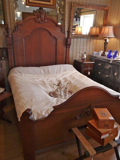 Best 62 Best 1800S Bedroom Bath Images On Pinterest Victorian Era Antique Furniture And Vanity 640 x 480