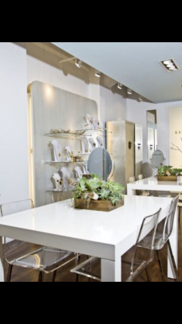 Table/chairs :: Kendra Scott store