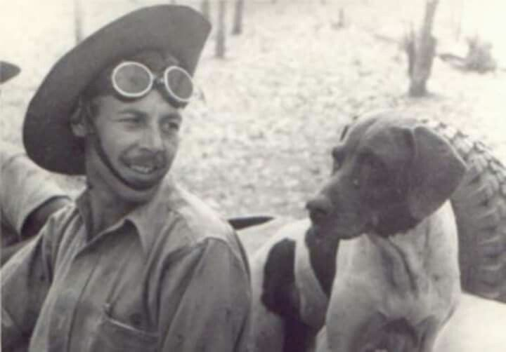 Frank Williams y Judy  The bitch pointer Judy Unique dog recognized as a prisoner of war. The British government awarded her with The Dickin Medal It was adopted by the aviator Fran Williams In 1950 were detected a tumor and Frank had to sacrifice it.