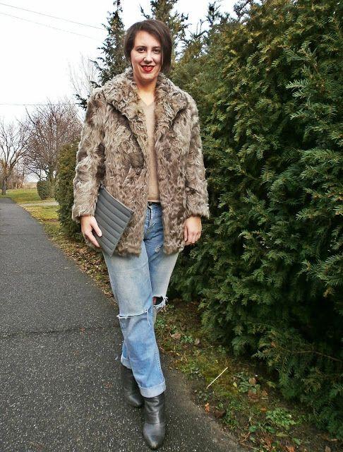 VGRV blog, grey fur coat, nude sweater, destroyed light blue jeans (Topshop), Petrity clutch (hungarian designer), grey ankle boots