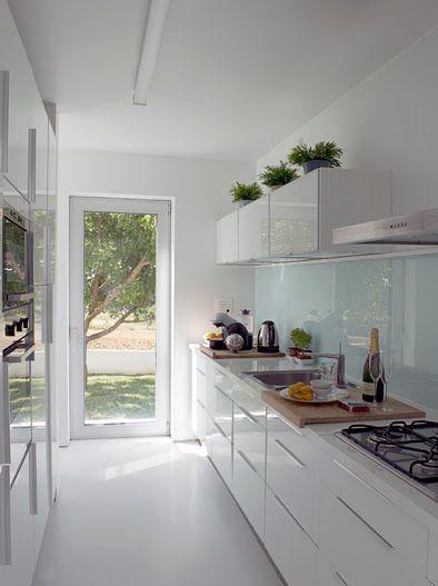 vidro pintado decoraçao cozinha | Esse painel de vidro branco acima da bancada da cozinha ficou um luxo ...
