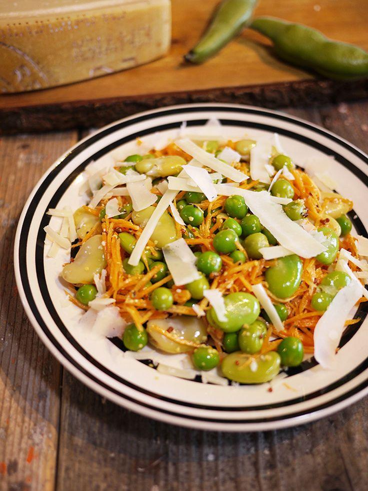 そら豆とグリンピースとニンジンとパルミジャーノのデリ風サラダ by SHIMA / 旬のそら豆とグリンピースのダブルお豆に彩り映えるニンジンをプラスなデリ風サラダ甘く風味豊かなお豆にマスタードを和えて仕上げが決めて芳醇な味と香りを。コレだけでサラダの各がグーンとあっぷします。 / Nadia
