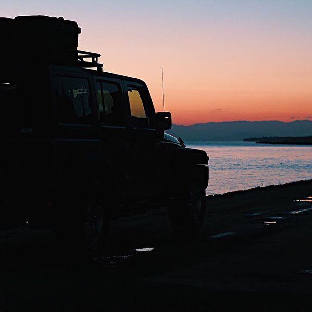 【beautiful____bloom】さんのInstagramをピンしています。 《* morning💐 富士山さんばっかりなので‥🤦🏽♀️ 綺麗かったsunrise🖤❤️ * * * * * #海#朝焼け#朝陽#キャンプ#アウトドア#自然遊び#絶景#自然#ジープ#ジープの旅#sea#winter#camp#outdoor#nature#travel#jeep#sunrise#風景#旅#旅行#ファインダー越しの私の世界#写真好き#写真好きな人と繋がりたい#カメラ初心者#カメラ女子#女子カメラ#ミラーレス#ミラーレス一眼#カメラ好きな人と繋がりたい》