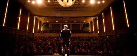 Olof Röhlander led länge av talarskräck - nu är han en prisad talare som inspirerar tusentals.