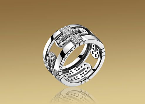 PARENTESI ring in 18kt white gold with pavé diamonds. Bulgari