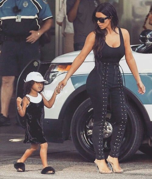 Imagen de kim kardashian, kardashian, and north west