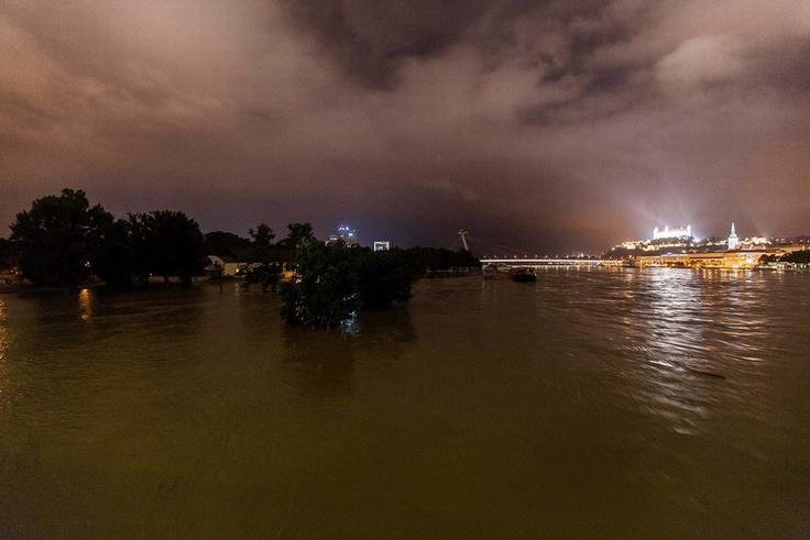 Dunaj v noci z utorka na stredu | Sme.sk