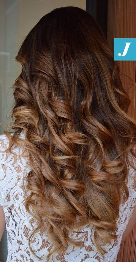 Le inimitabili sfumature del Degradé Joelle. #cdj #degradejoelle #tagliopuntearia #degradé #igers #naturalshades #hair #hairstyle #haircolour #haircut #longhair #ootd #hairfashion