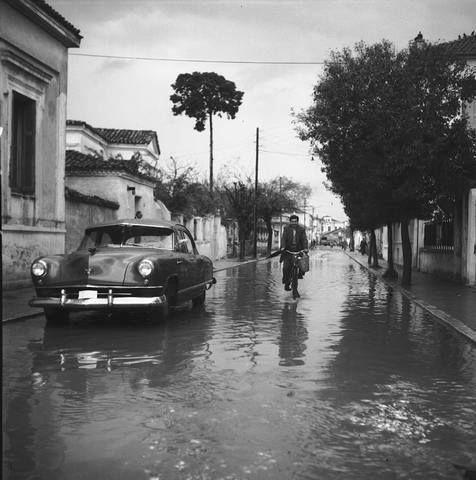 Λάρισα Οδός Ρούσβελτ, μεταξύ Μανδηλαρά και Πατρόκλου, φωτογραφία Τ. Τλούπα του 1948