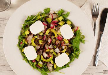 Recept: Salade geitenkaas met linzen, radijs en avocado www.bettine.nl
