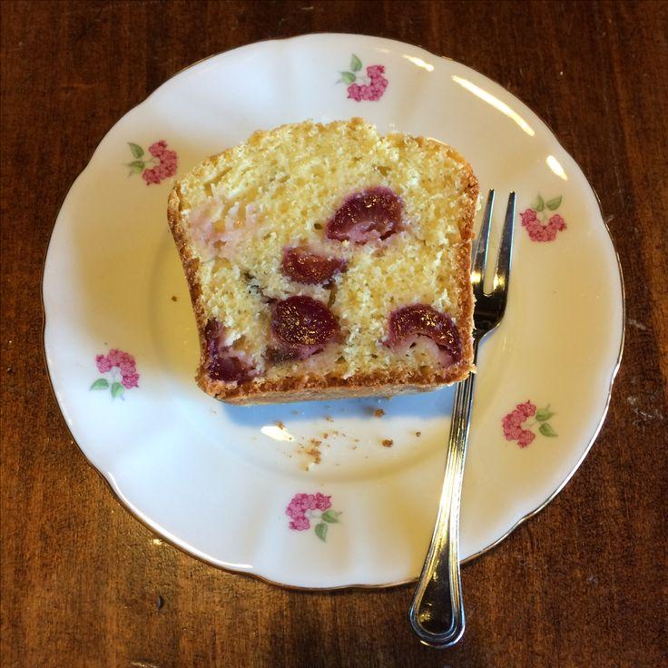 Plumcake con ciliegie duracine per addolcire il risveglio, una dolce coccola per tutta la famiglia... La ricetta? Eccola! La trovate qui: http://ericaswelt.blogspot.it/2017/07/plumcake-con-le-ciliegie-duracine-o.html