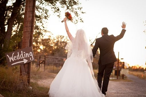 Christian Wedding Rituals  Almost everyone has the dream of getting married in a Christian style. Christian wedding is known for their elegance, soberness, cute flowery bride, white gowns, church wedding and what not.