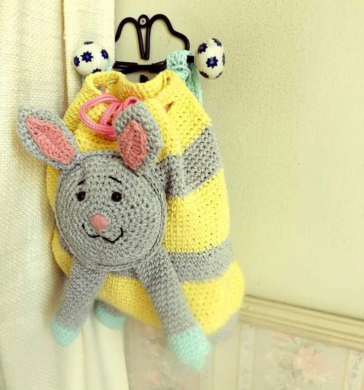 Mochila de conejito tejida a crochet. Rabbit, bag. Kids crochet