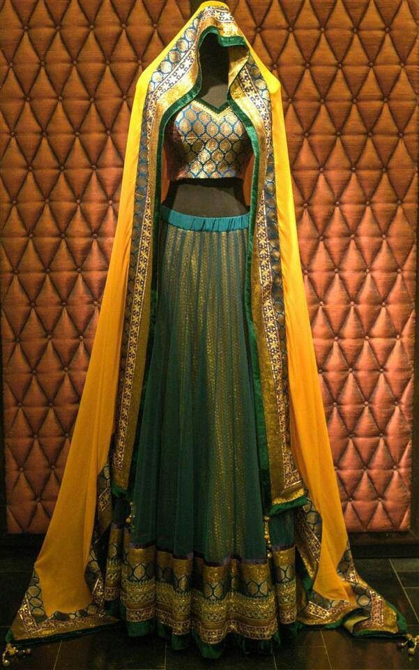 can be a simple mehndhi outfit