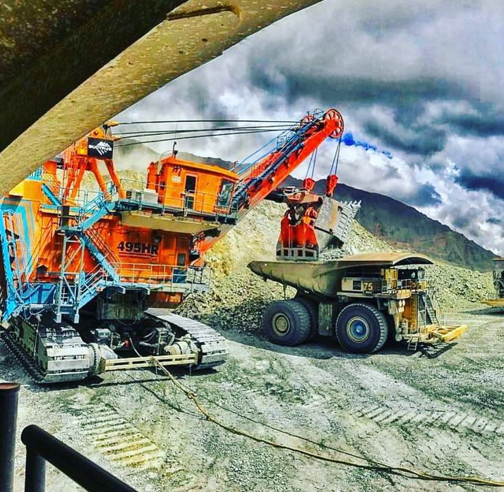 There is some seriously BIG equipment coming back into the Australian industry at the moment #seslaboursolutions #mining #civil #construction