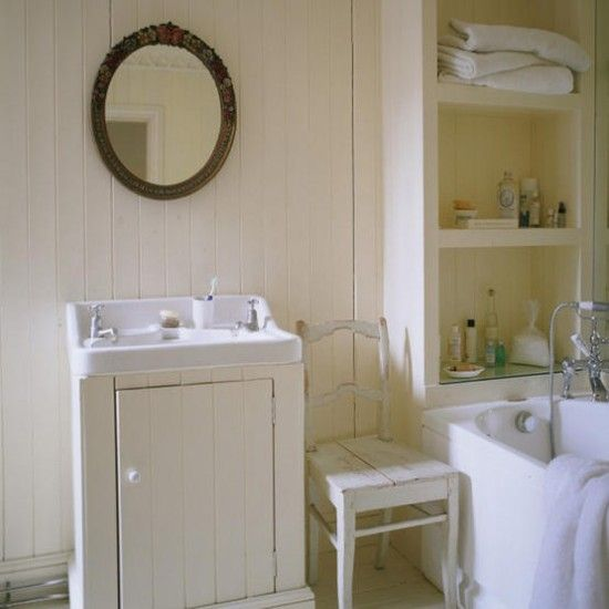 Country-style bathroom | White paint walls