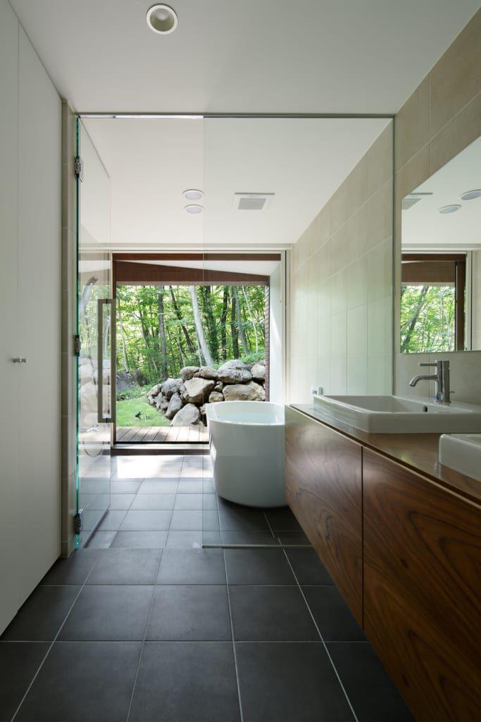 浴室のデザイン:浴室~029那須Hさんの家をご紹介。こちらでお気に入りの浴室デザインを見つけて、自分だけの素敵な家を完成させましょう。