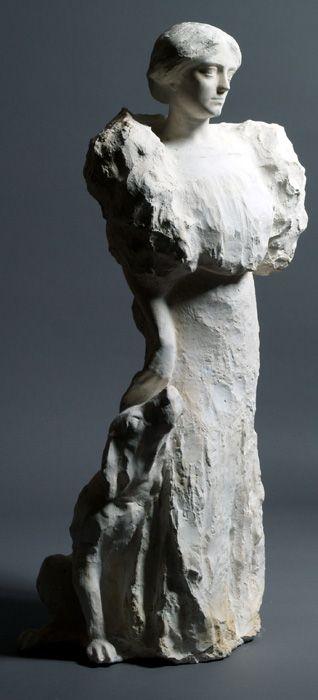 Donna con cane 1910 circa, gesso, 87x36x32, proprietà privata // MONUMENTALE. Disegni e scultura nell'arte di Domenico Rambelli // 7 dicembre 2013 - 1 maggio 2014