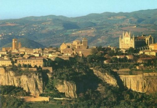 Beautiful Orvieto...definitely worth a visit. Stay longer than a day and enjoy the city when the other tourists head back to Rome.