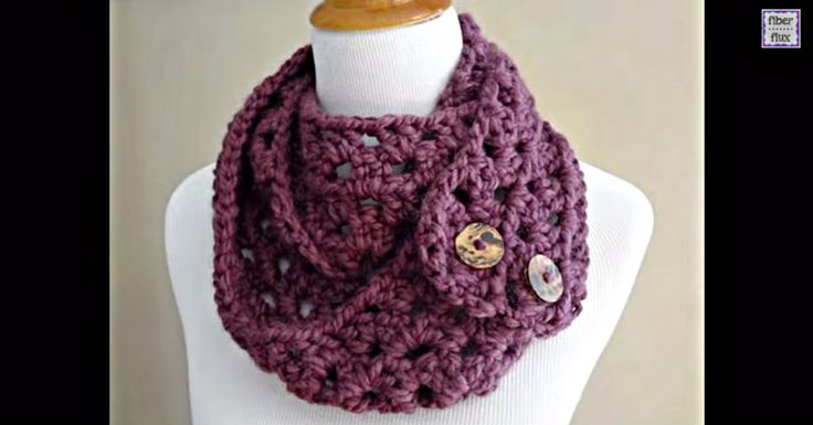Get a step by step tutorial, and free written instructions,  on how to make your very own Fiona button scarf!