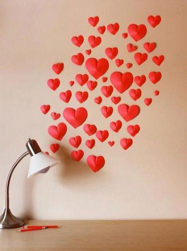 Realizza dei cuori di carta in 3D e addobba la parete della sua stanza per regalo di San Valentino diverso dal solito  #sanvalentino #amore #love #diy #faidate #idee #regalo #regali