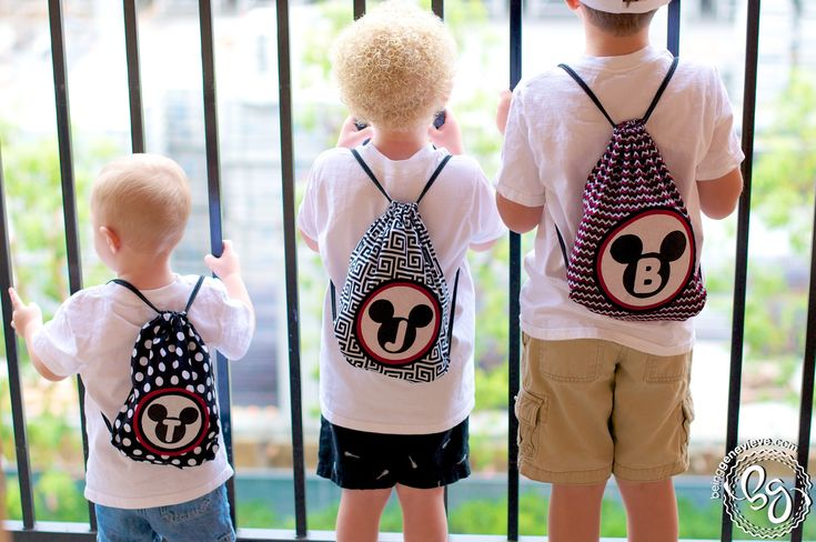 Disney Drawstring Backpacks. Free picture tutorial, PDF pattern and even SVG file!