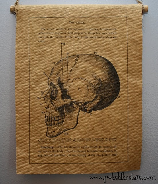 This would be easy to make and look awesome on the wall during Halloween!