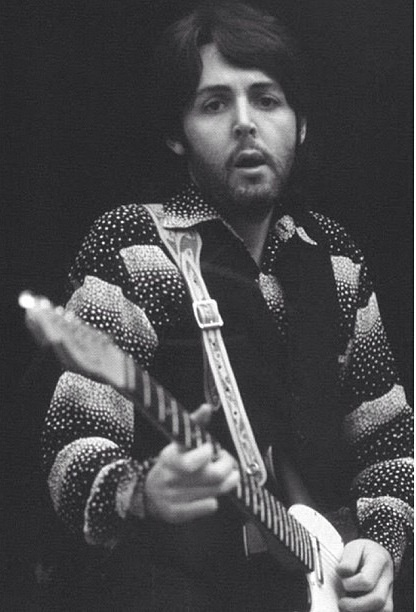 Paul MacCartney reminds me of drew in this photo