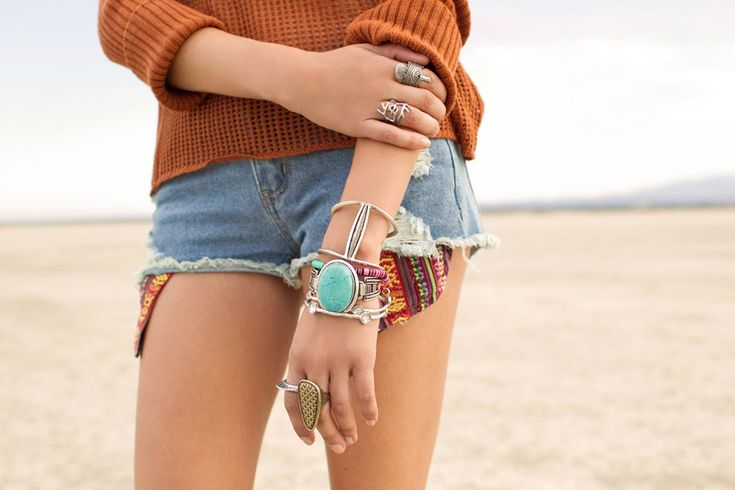jewels everywhere: Arm Candy, Beautiful Jewelry, Slouchy Sweaters, Burnt Orange, Chunky Jewelry, Diy Bracelets, Nastyg Minkpink, Jeans Shorts, Paintings Desert