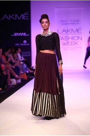 Want to go for a darker pallet for your evening look? Rent this black and plum Payal Singhal on Stage3.co #PayalSinghal #Stage3 #DesignerOutfitsOnline #GetTheLook #TheNewWayToDoIt
