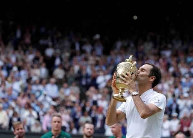 Federer ha battuto anche il suo ultimo rivale: il tempo La finale di Wimbledon aveva un avversario in più, per Federer: il tempo. A quasi 36 anni e dopo un 2016 passato tra infortuni, sensazione di aver dato il massimo e un'operazione al ginocchio, il tem #federer #wimbledon #tennis