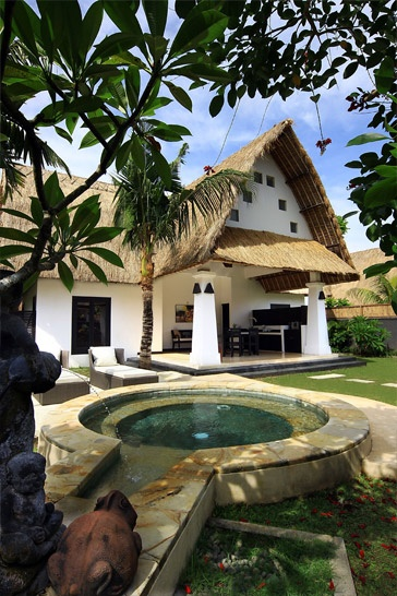 One bedroom villa with its own private garden area and jacuzzi - in Seminyak