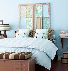 Cabecero de cama con ventanas viejas