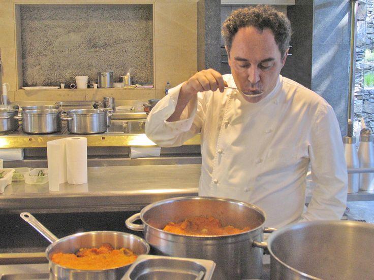 Ferran adri en la cocina del restaurante el bulli for Ferran adria comida