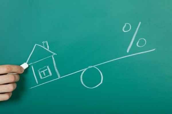Prezzi case in Italia: -20% in sei anni Rispetto al 2011 le case italiane hanno perso un quinto del loro valore e per recuperarlo occorreranno ben più di sei anni. Secondo quanto emerge dalle statistiche, i prezzi sono in calo del 3,3 per #prezzicase #immobiliare #case