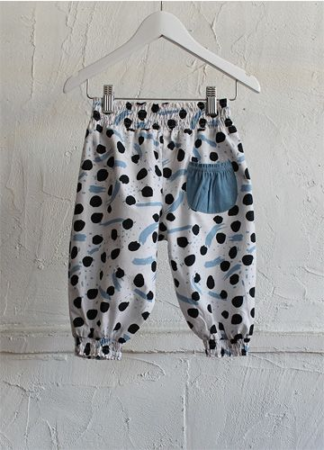 Paintbox Shirred Pants Blue availble now online! #beanandme #girls #girlspants #sundaythelabel #freckleface #kidstrends #naturalcotton #paintbox #bueforgirls #shirred