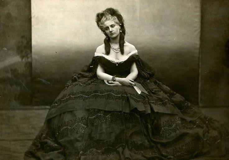 Pierre-Louis Pierson, La contessa di castiglione, 1861-1867, stampa alla gelatina ai sali d'argento 13×17,2. Courtesy: Mario Trevisan