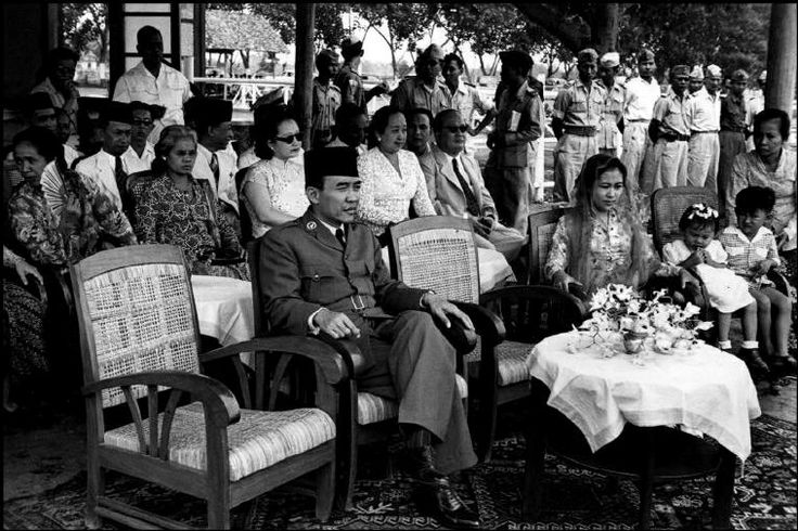 INDONESIA. Java. 1949. President SUKARNO and high political Brass of Republic wait at Maguwo airfield five miles outside Jogyakarta for return of Prime minister Mohammed HATTA from Hague. This shot shows President and his wife and son. The little girl in white is Hatta's daughter. From Magnum Photos website.