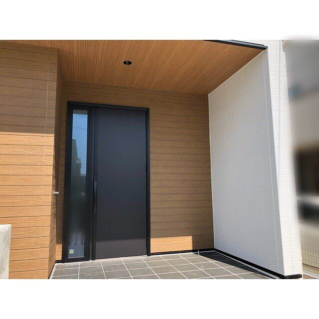 画像に含まれている可能性があるもの 室内 玄関 ドア リクシル