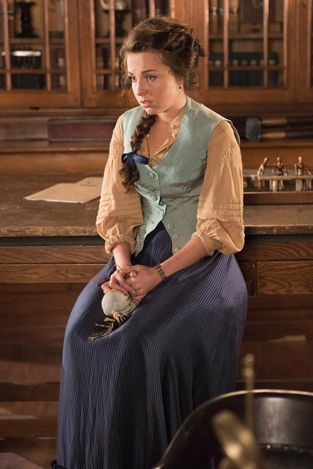 Ginny Beasley (Louisa Lytton) tries to help the team at Station House No. 4.(640×960)