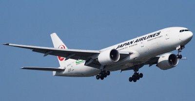 Un avión de Japan Airlines realiza un aterrizaje de emergencia en el aeropuerto de Tokio