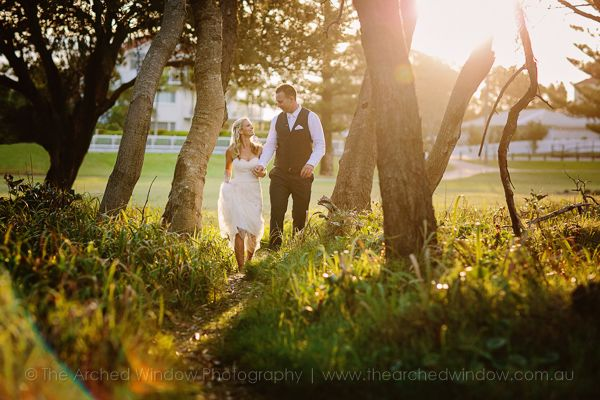 beach style wedding photos. Photography by The Arched Window.