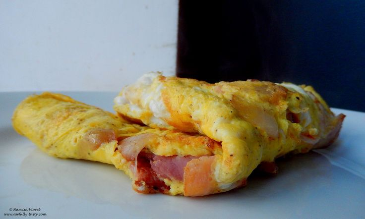 Omleta cu bacon.  Bacon omelette.