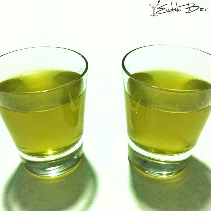 Nurim Alçom vodka, Midori, ahududu likörü, ananas suyu, limon suyu #cocktail #kokteyl #içki #bar #mixology #mixologist #nuri #alço #booze #alkol #alcohol #tarif #recipe #shot