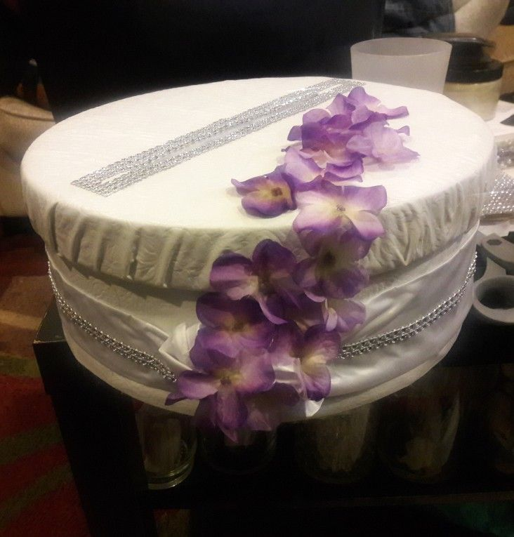 Diy Card Box Under 10 Thrift Store Hat Box 5 Vinyl 3 Faux Flower And Bling From Dollar Tree Diy Card Box Faux Flowers Card Box