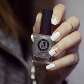 Uñas de novia en color blanco con hilos en color plata