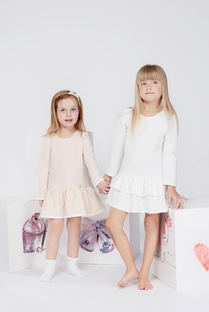 Sylwia Majdan debiutuje z kolekcją dziecięcą!       Zobacz cały artykuł na naszej stronie: http://fashionmedia.pl/2015/03/04/sylwia-majdan-kolekcja-dzieci/  Kategorie: #Modadziecięca Tagi: #BawełnianaBluzeszka, #JoannaJaroszek, #Pastele, #SylwiaMajdan, #TiulowaSpódniczka