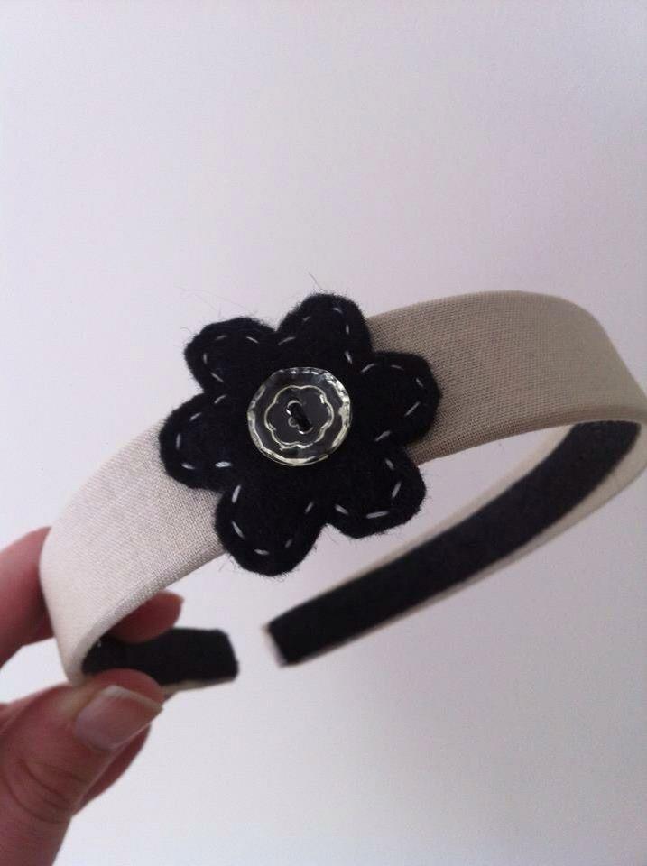 Linen with felt flower
