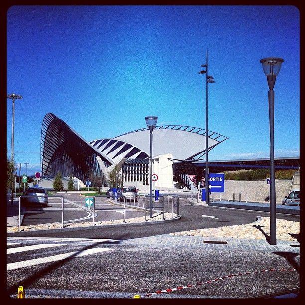 Express Taxi propose ses services tant en centre ville de Lyon qu'à l'accueil au terminal de l'aéroport Saint-Exupéry à Lyon. tel : 06 17 98 07 39